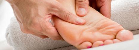 Schoonheidsspecialist-pedicure-manicure-epileren-gezichtsbehandeling-voeten-rimpels